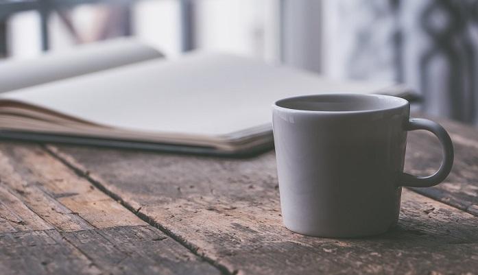 ノートとブラックコーヒー