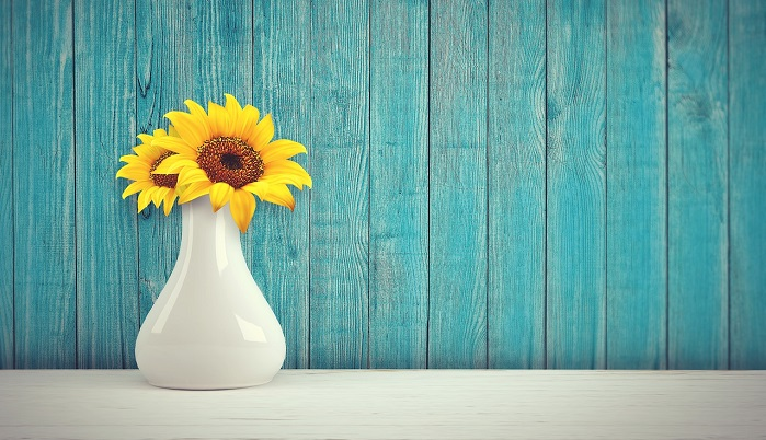 ひまわりの入った花瓶