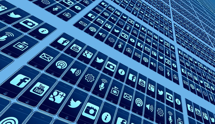 スマートフォンと様々なアプリ